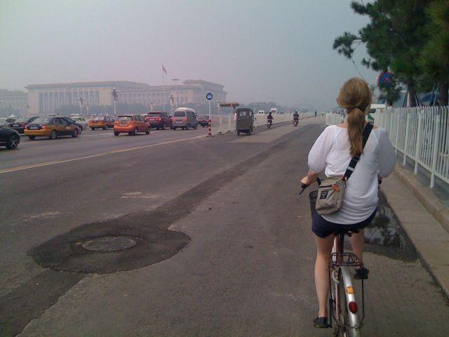 Julia cyklar på himmelska fridens torg
